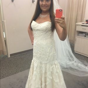 Stunning Oleg Cassini strapless bridal dress